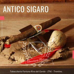IL DOGE Sigaro bi-troncoconico realizzato a mano. E' realizzato miscelando tabacchi di alta qualità di Nostrano del Brenta, stagionati almeno tre anni.