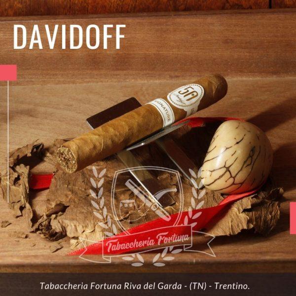Davidoff 702 Signature 2000 La serie 702 è una rivisitazione dei sigari più iconici di davidoff, come ilNo. 2, il 2000, lo Special R, l'Aniversario No. 3, ecc
