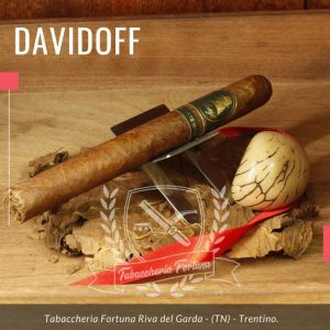 Davidoff Escurio Late Hour Churchill. La miscela di Winston Churchill – The Late Hour contiene tabacco Condega Visus invecchiato in pregiatissime botti di Scotch single malt.