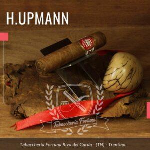 La H. Upmann Half Corona è stata lanciata da Habanos al Gala Upmann durante il Festival Habanos a Cuba nel 2011.