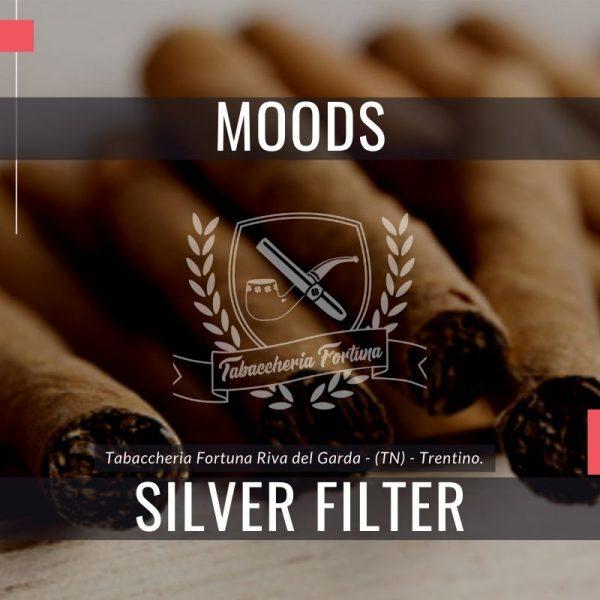 I piacevoli sigaretti di marca Dannemann Moods Silver con filtro sono dei shortfillers realizzati a macchina.