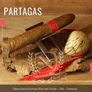 Partagas Serie P No. 2 Tubos è sicuramente un riferimento nel mondo degli habanos, con la sua forza, tipica della marca, regala una fumata inebriante che coinvolge tutto il palato.