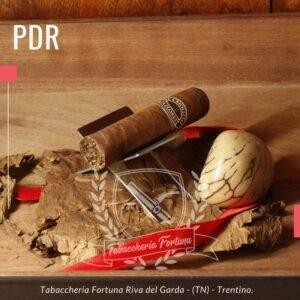 PDR El Criollito Half Corona. Spezie e legno si amalgamano, si fondono ora con la dolcezza mentre entrano lievi note di miele e anice.