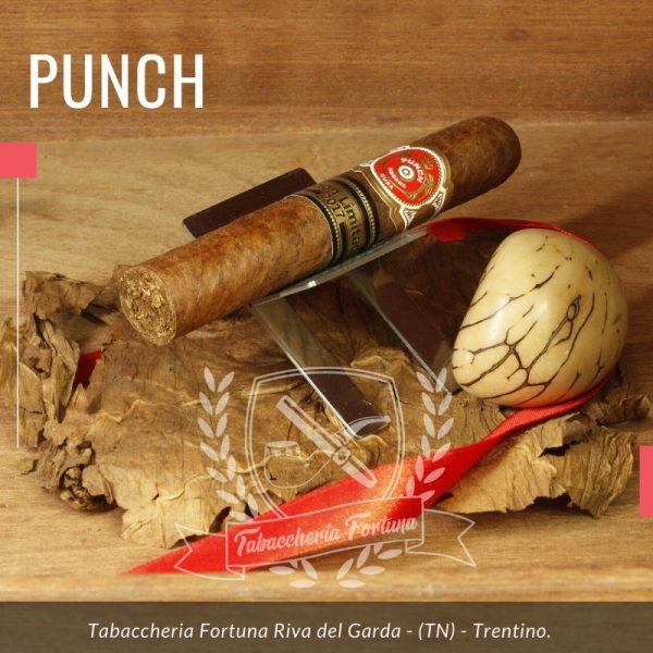 Punch Regios de Punch 2017:a crudo sentori di legno stagionato. L'apertura porta al palato un mix di note vegetali e spezie.