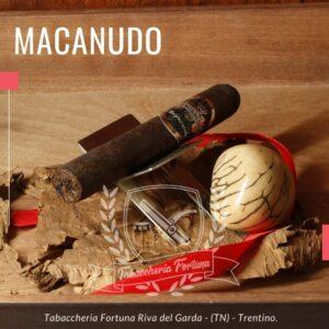 MACANUDO BLACK TORO Perfezione è la parola d'ordine. tutto in questo sigaro è meravigliosamente armonico, bilanciato, fuso assieme in un universo sensoriale