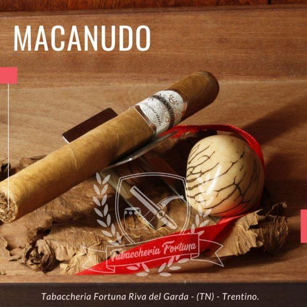 MACANUDO WHITE TORO Inspirado white è stato creato pensando al palato globale per offrire un'esperienza di fumo internazionale unica.