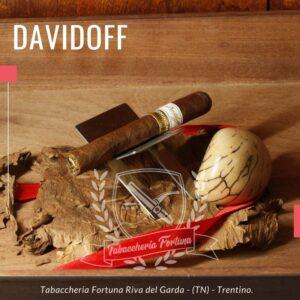 I Davidoff Primeros Dominican Maduro offrono una combinazione di note di legno, dolci e morbide, tipici di tutti i sigari Davidoff.